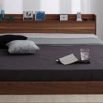 コンセントや照明の付いている連結ベッド
