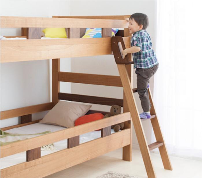 boy-climbing-up-doubledeck-bed