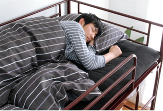 man-sleeping-in-doubledeck-bed