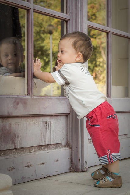 baby-in-front-of-glass