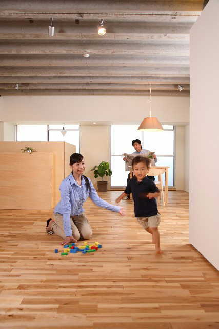 child-running-on-floor